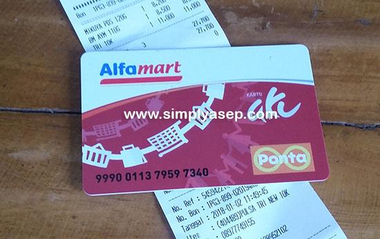 KETEMU : Kartu member Alfamart saya akhirnya berhasil ditemukan oleh Rahmania, pegawai Alfmart Jl Ahmad Yani 2 Kubu Raya   Foto Asep Haryono