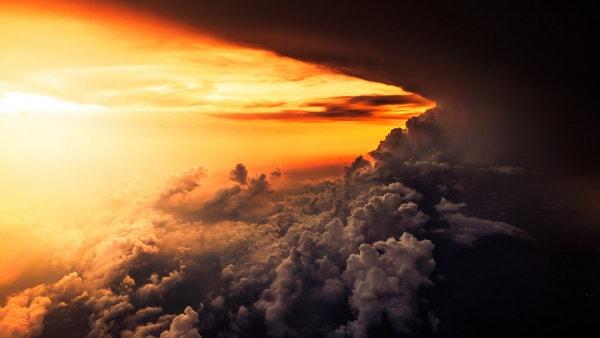 سرّ الكمال الإلهي في المظاهر النورانية والظلمانية