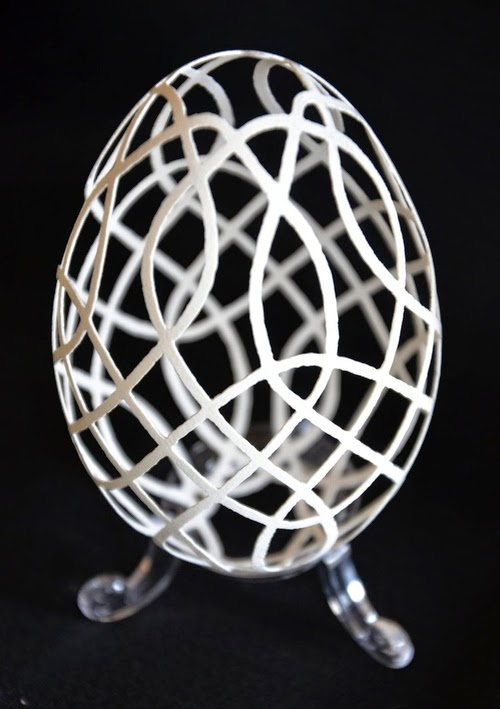 01-Piotr-Bockenheim-Carved-Goose-Eggs-Sculptures-www-designstack-co