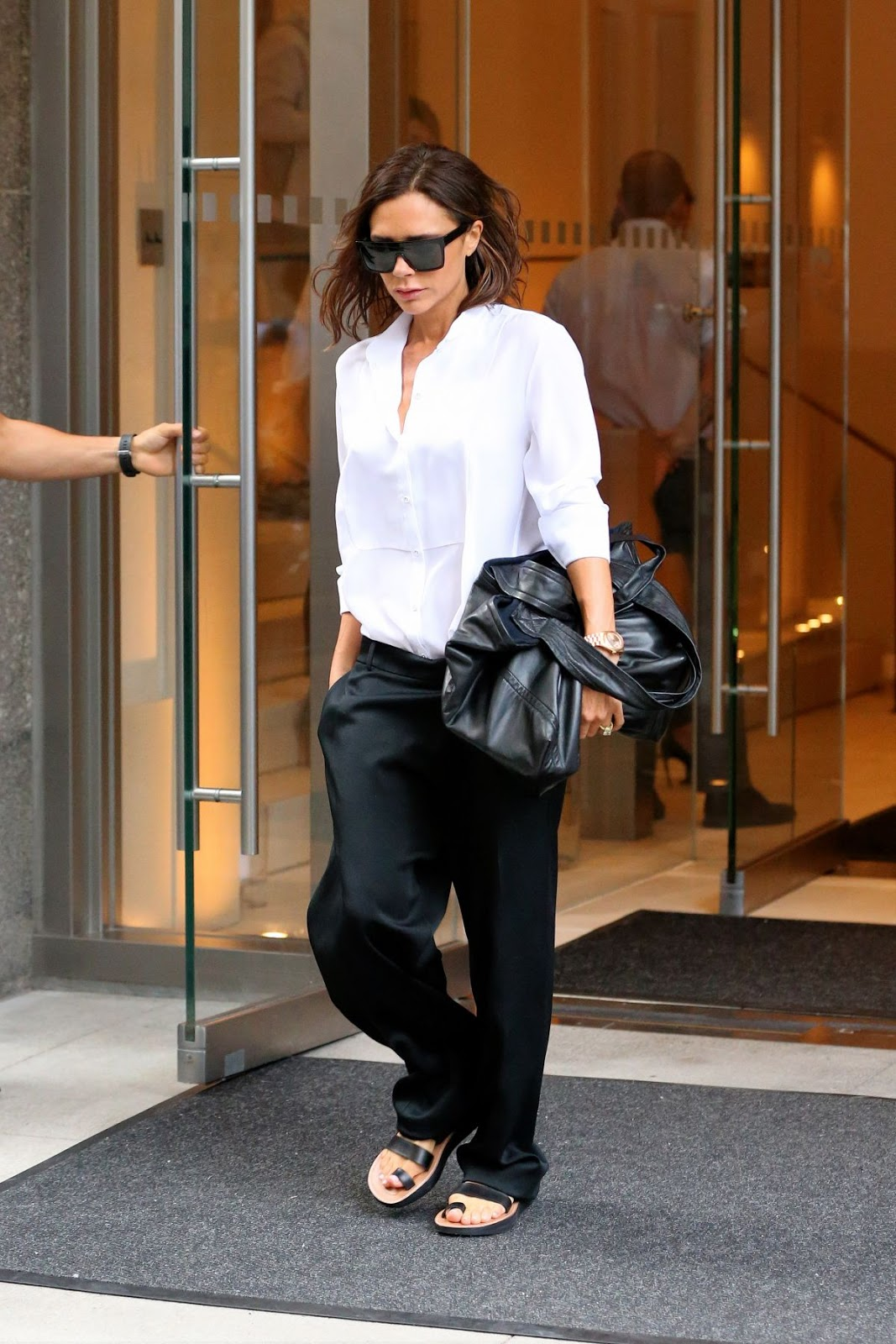 HQ Photos of Victoria Beckham Leaves her Hotel in New York