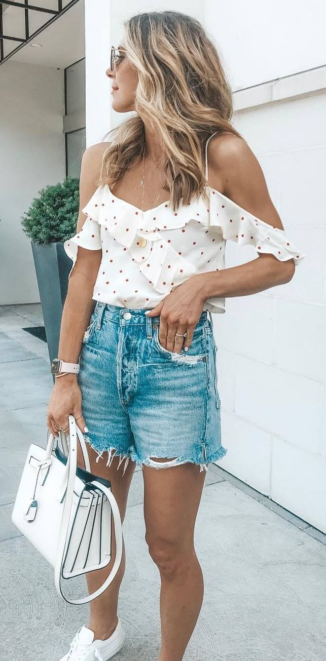 best summer outfit idea with a denim shorts