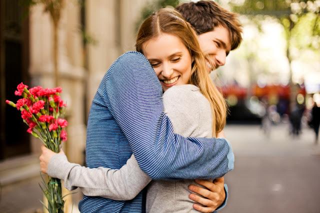 Romantic Hug Day Shayari in Hindi