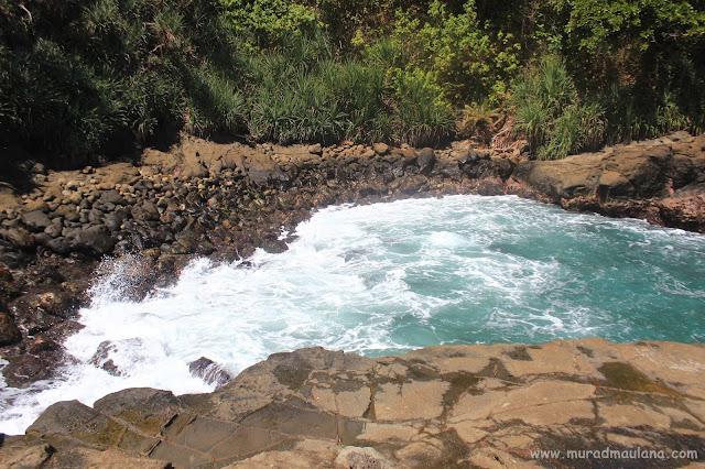 Kolam- Kolam Pantai Wedi Ombo Kecil Bisa Untuk Berenang