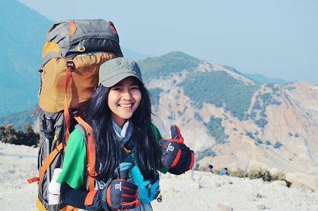 Yang Suka Bilang `Bukan Muhrim`, Sebaiknya Jangan Mendaki Gunung Deh
