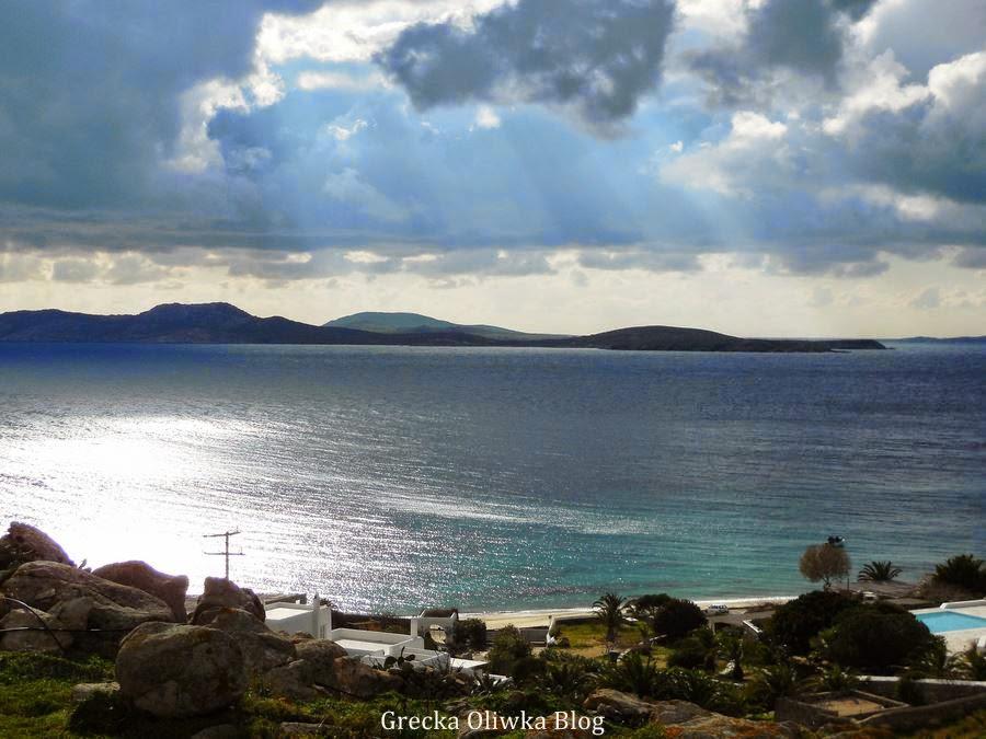 zachmurzone niebo nad morzem, Agios Giannis Mykonos Grecja