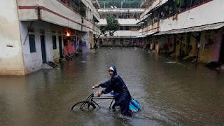 Οι πλημμύρες δεν είναι ασυνήθιστες στην Ινδία. Τον Σεπτέμβριο του 2017, ένας μουσώνας χτύπησε ακόμη και την οικονομική πρωτεύουσα τη Βομβάη.