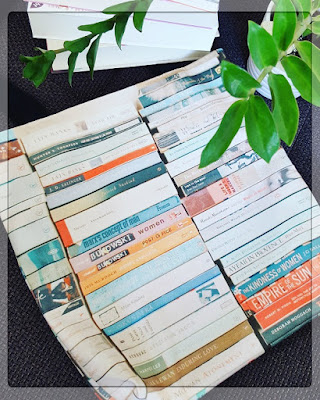 http://www.redbubble.com/de/people/cassia/works/8862212-bookworm?p=tote-bag&size=small