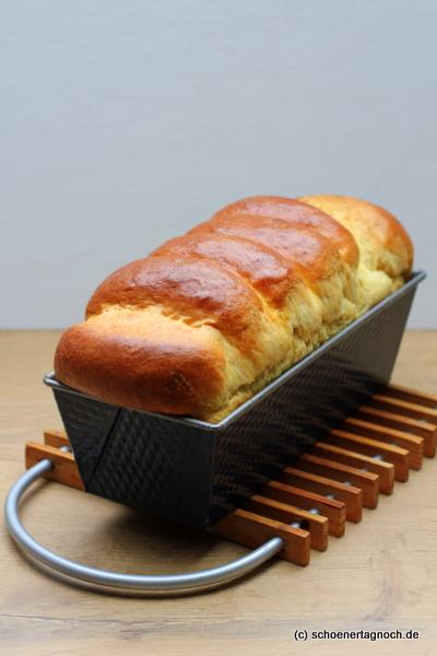 Selbst gebackenes Toastbrot in der Kastenform