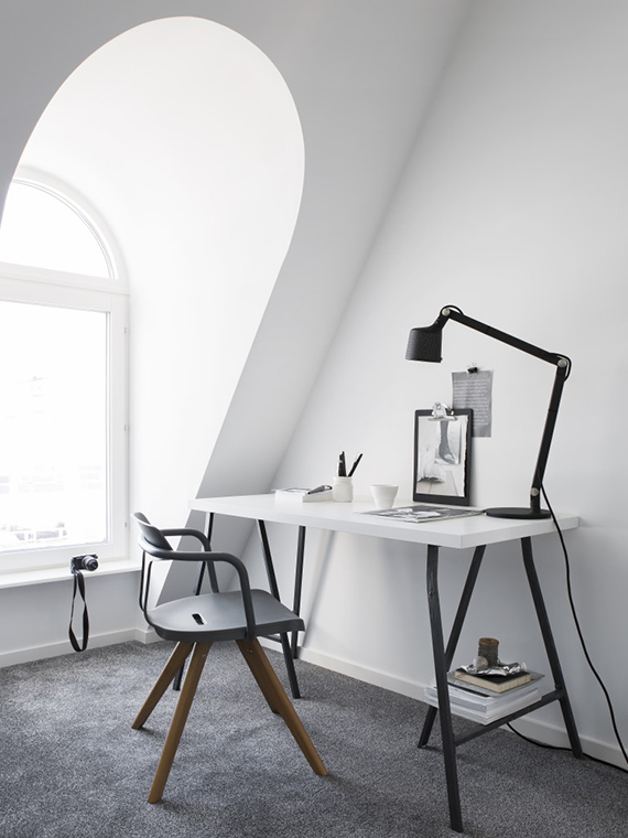 Simple scandinavian home office. Styling by Pela Hedeby, photographer Sara Medina Lind for Lenca properties