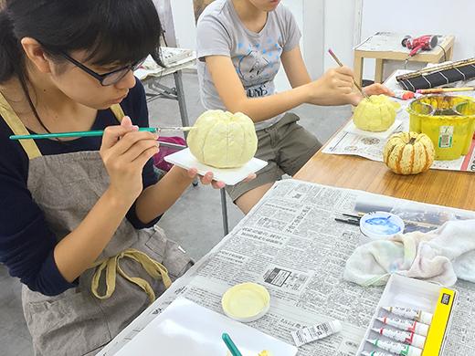 横浜美術学院の中学生教室 美術クラブ 紙ねんど立体「ハロウィーンかぼちゃの模刻」9
