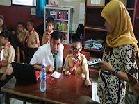 siswa periksa mata (ransel-mul)