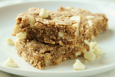 Delicious as it Looks: White Chocolate Macadamia Almond Bars
