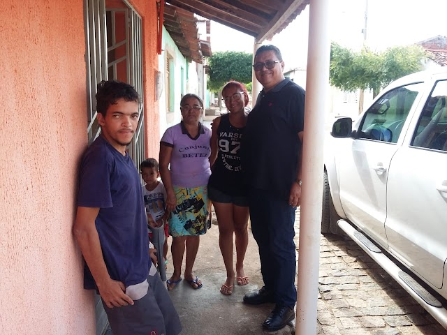 Japi tem um prefeito que, antes de ir ao seu gabinete na prefeitura, visita as famílias do município para saber da necessidade e atendê-las