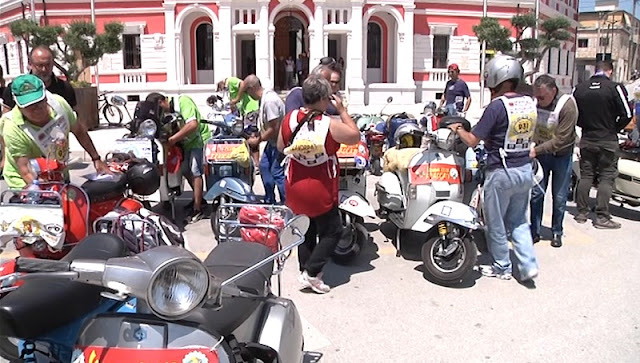 200 Italian motorists on Vespa motorcycle landed in Vlora on a touristic trip