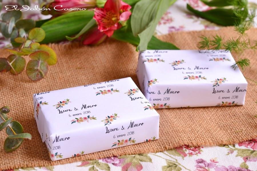 Jabones naturales personalizados para invitados detalles de boda