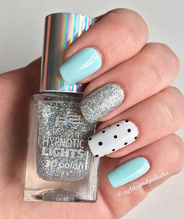 He became popular with fashion designers - almost every fashion house has in its arsenal model aqua. Or mint or turquoise? The palette of shades of color allows you to choose your each. Gradually, this super popular color came and manicure.