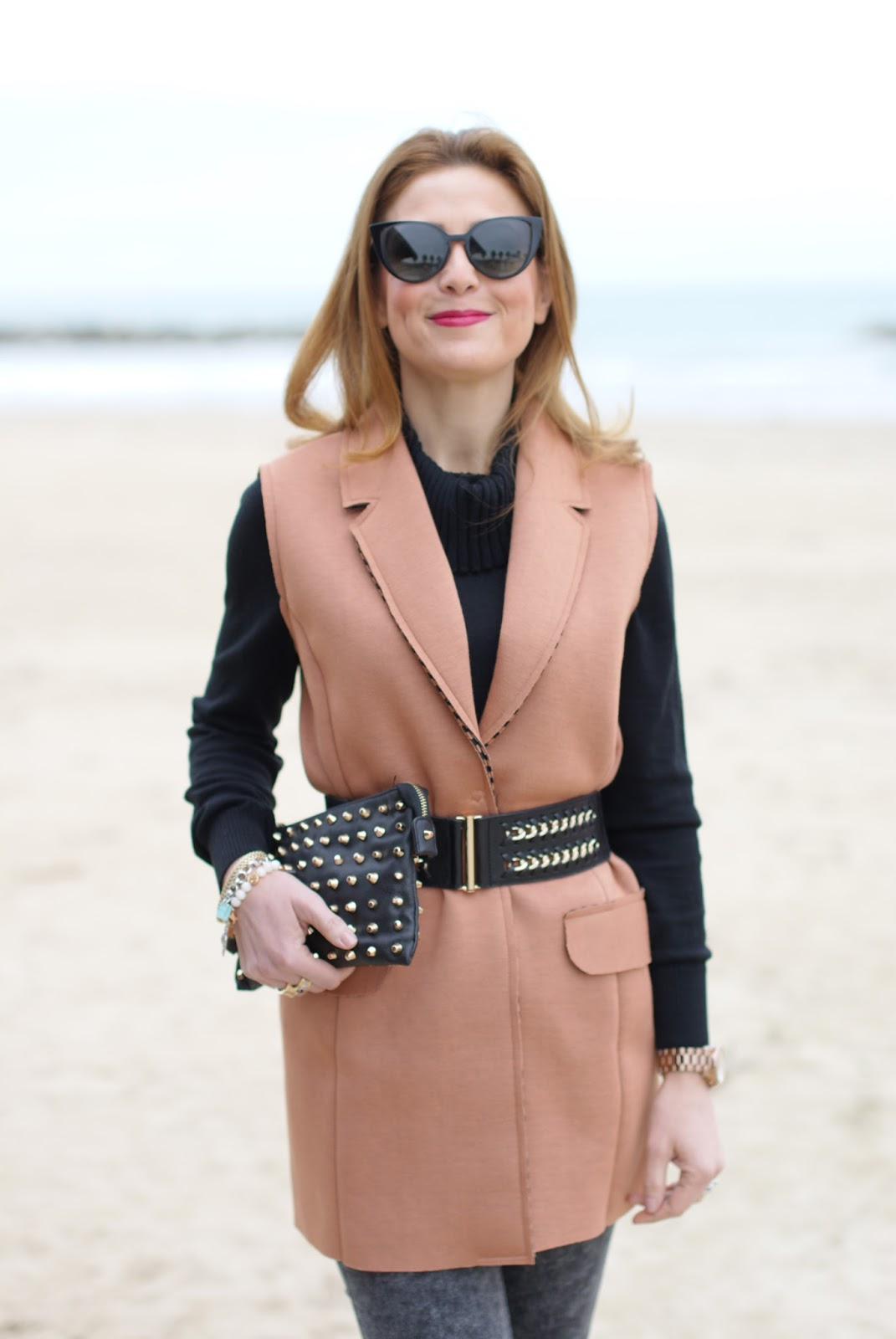 How to spice up a simple outfit with a camel sleeveless jacket and black turtleneck  on Fashion and Cookies fashion blog, fashion blogger style