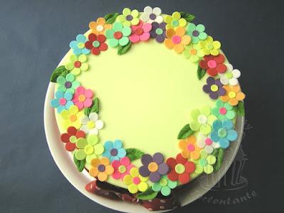bunte Blumen auf Fondant Torte für Kurs