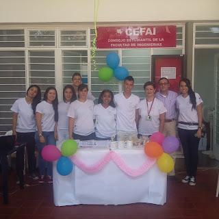 Foto: Estudiantes de la Escuela de Ingeniería de ALimentos y la Profesora Lucía Cabrera