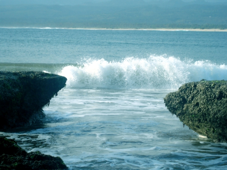Pangirutan: Travel Destinations: Santolo Beach Garut