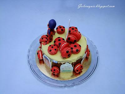 drip cake Paris con macarons Ladybug