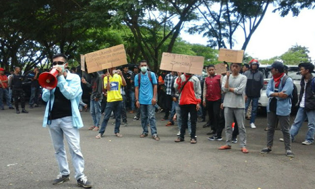 Aliansi Masyarakat Peduli Desa Demo di DPRD Sinjai, Ini Tuntutannya