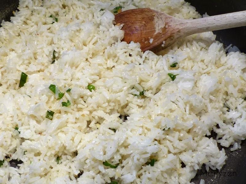 Ajoutez le riz cuit.