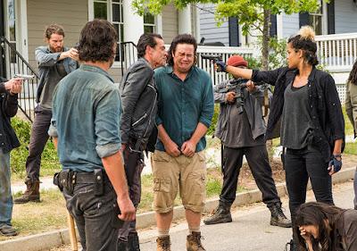 Rick Grimes (Andrew Lincoln), Negan (Jeffrey Dean Morgan), Eugene Porter (Josh McDermitt) ed Arat (Elizabeth Ludlow) nell'episodio 8