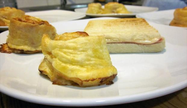 Hojaldritos u hojaldres de jamón y queso