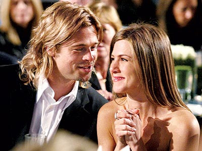 Jennifer Aniston And Brad Pitt Kiss
