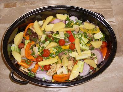 Λαχανικά νόστιμα φρέσκα με χρώματα και αρώματα