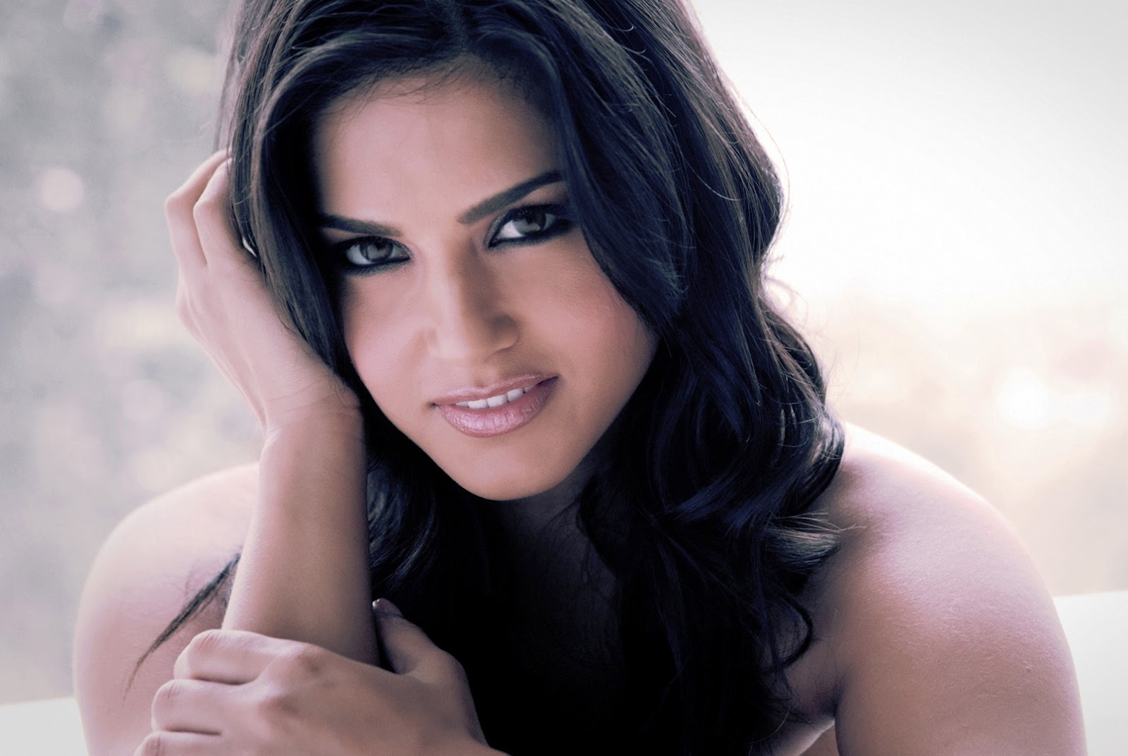 Sunny Leone Profile Hd Wallpaper Sexy Hot-4967
