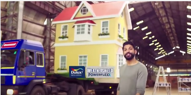 Picture /Photo of Farhan Akhtar in the new Dulux Weathershield Powerflexx Nature Challenge TVC - Tv Commercial