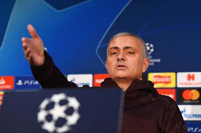 Mourinho cau có giải thích lý do Sanchez vắng mặt