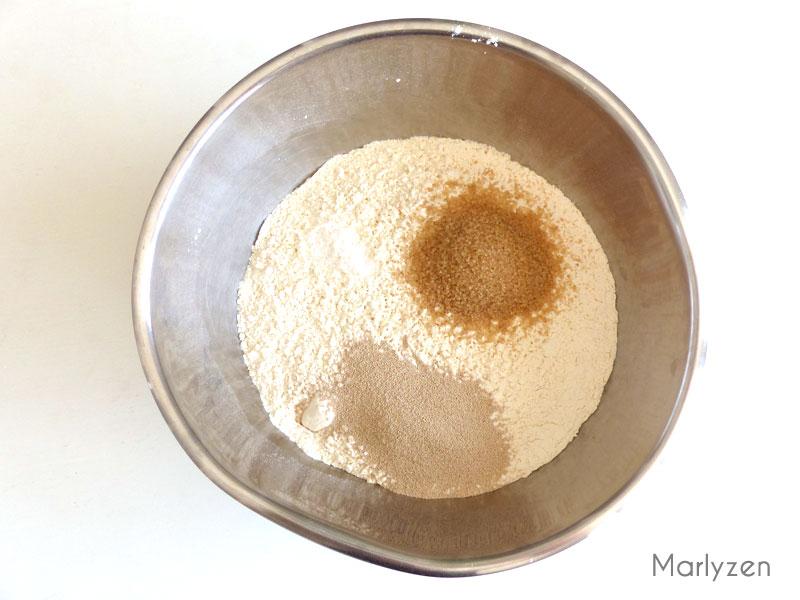 Mélangez farine, sel, sucre et levure.