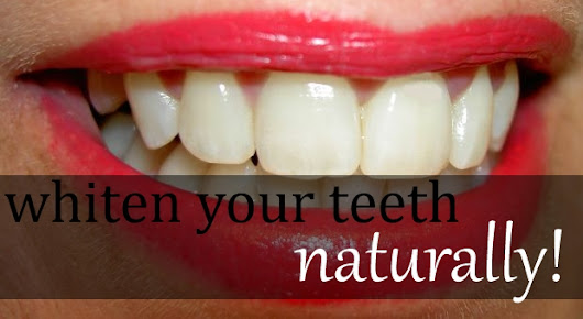 Best Non-toxic Ways To Whiten Your Teeth | Everblossom | Natural Living Blog