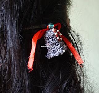 free crochet silver bell pattern, free crochet hairclip pattern, free crochet Xmas inspired headwear pattern