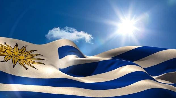 Primeiro país da América do Sul a descriminalizar o aborto (2012), primeiro a legalizar a maconha (2014) e um dos primeiros a aprovar o casamento entre homossexuais com mesmos direitos civis garantidos aos casais heteros (2012), o Uruguai agora pode ostentar mais um pioneirismo na região -- desta vez, em função de seus avanços no uso de energia limpa. O país vem chamando a atenção na conferência de clima em Paris, a COP-21, pelo progresso na mudança de sua matriz energética, com consequente redução as emissões de carbono.