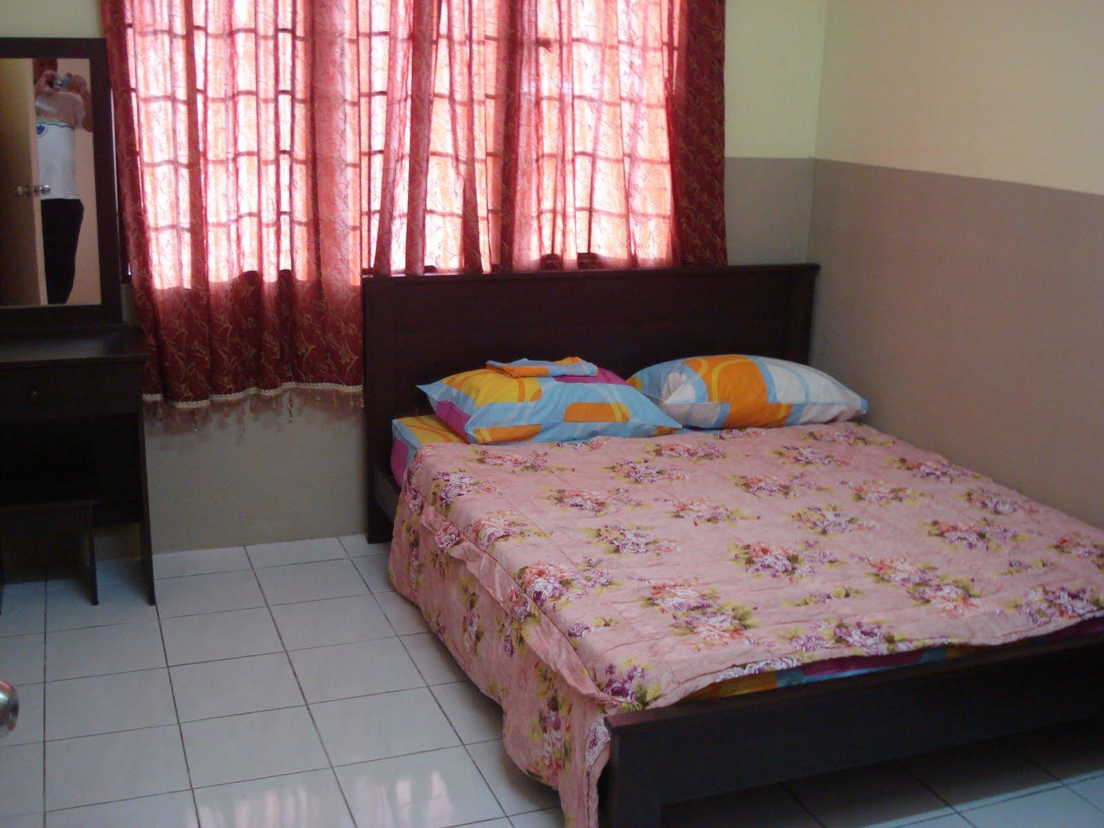Bilik Tidur Kedua Single Bed X2 Ketiga Set Sofa 1 Unit Tv Meja Makan Pemanas Air Peralatan Dapur Peti Ais Seterika