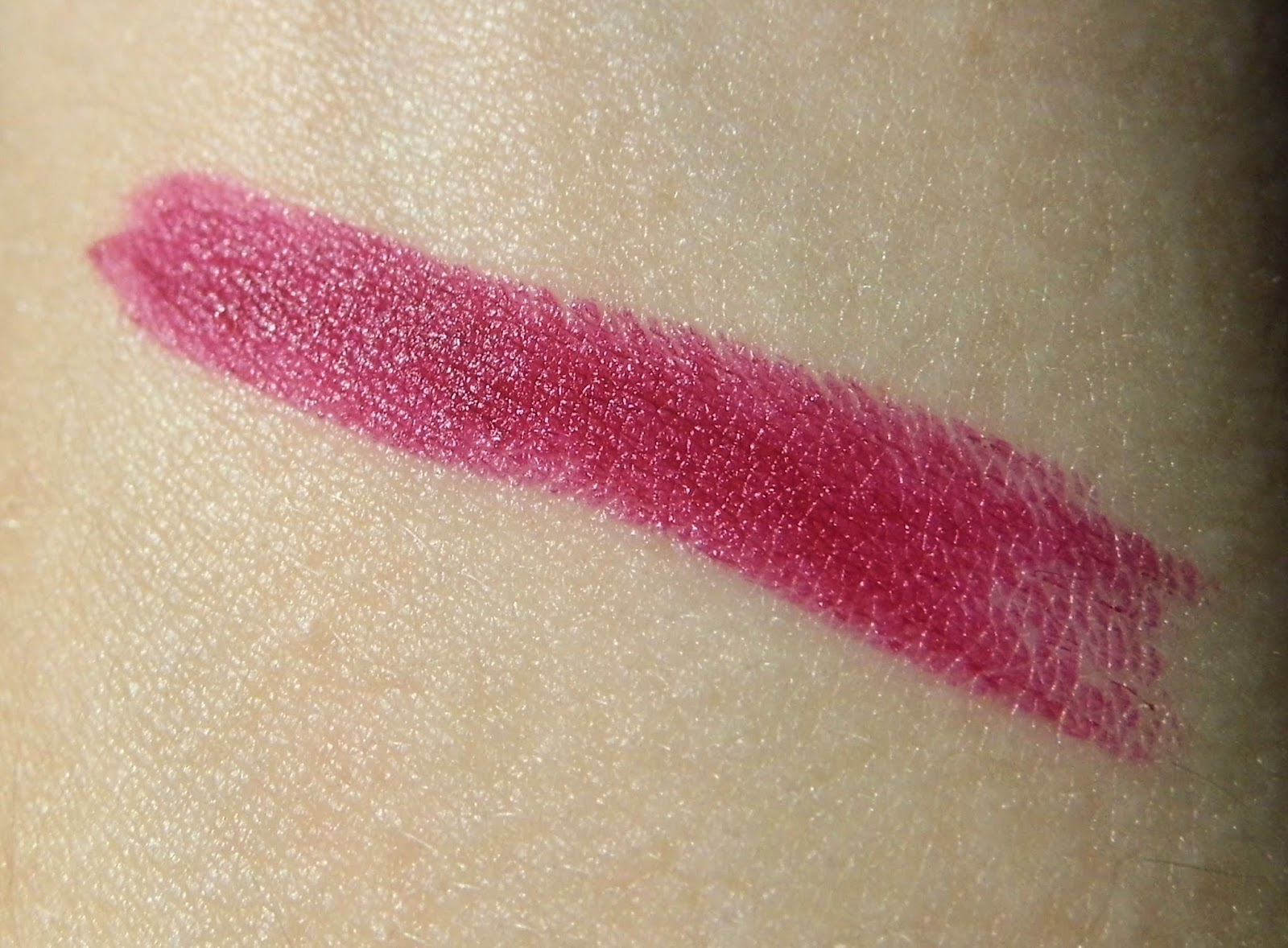 loreal-color-riche-laetitias-pure-red-hand-lipstick-swatch-picture