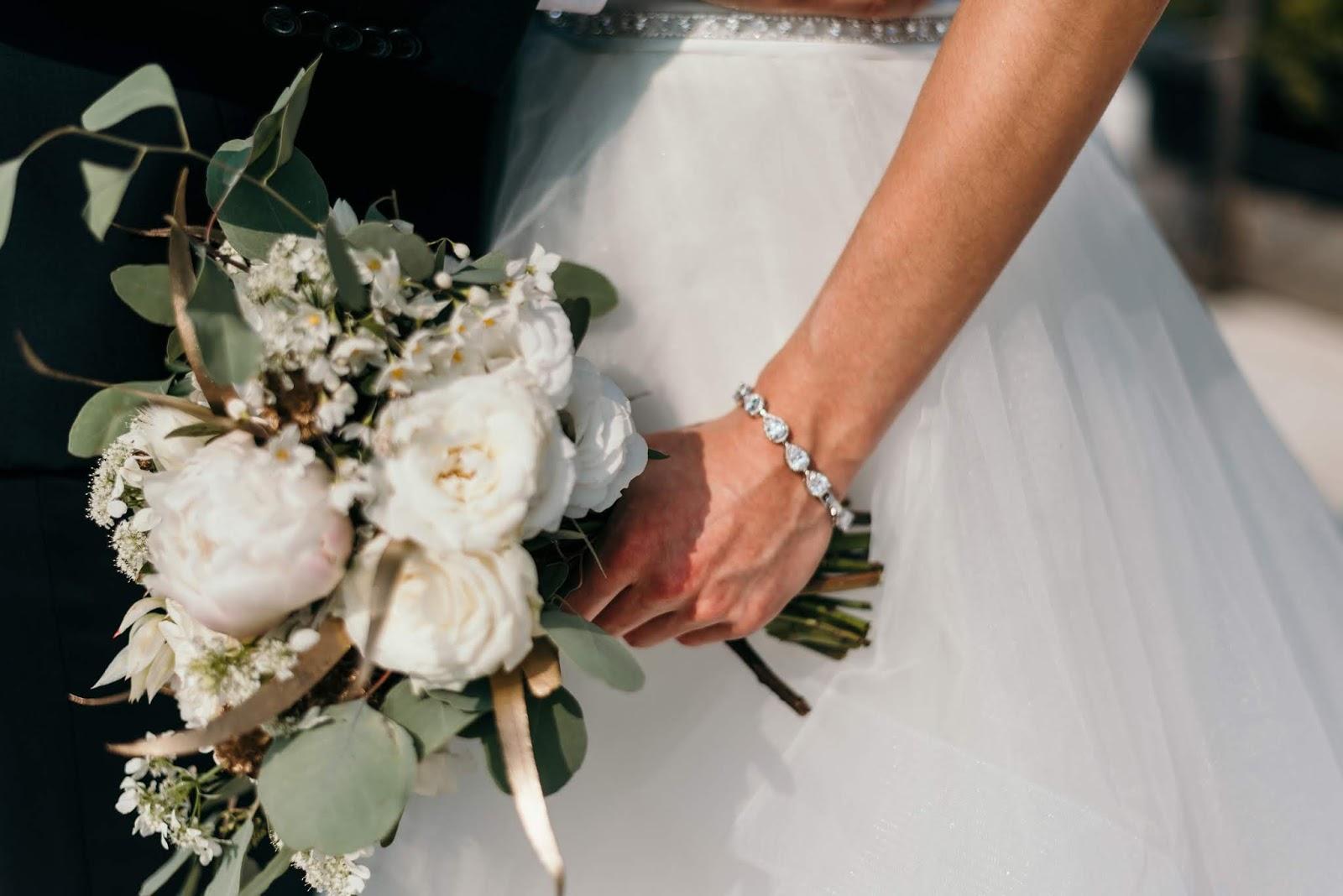 Klasyczna bransoletka ślubna z cyrkoniami.