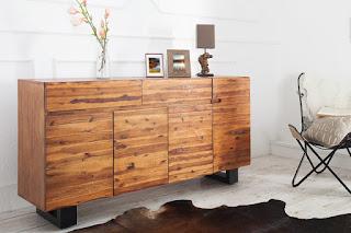 Designova komoda z masivního dřeva.