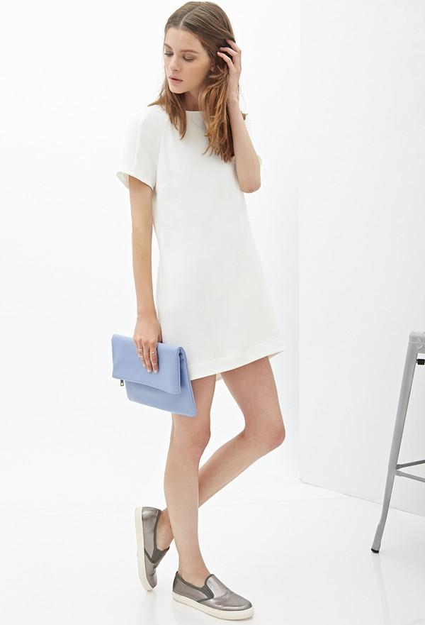 Chiếc váy suông này của F21 có điểm mạnh là sự nhã nhặn nhưng không kém  phần hiện đại, thiết kế tối giản đến tuyệt đối cùng sắc trắng tinh khôi đã  mang ...