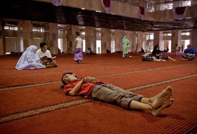 Ibadahnya Rajin Cuma Pas Bulan Puasa Aja, Ramadhan Lewat Sholat pun Ngadat!! Coba Kamu Renungkan Ini !