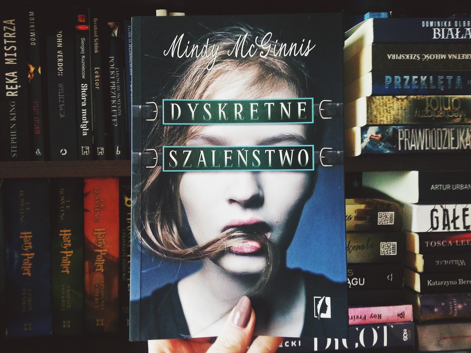Dyskretne szaleństwo, książka, Wydawnictwo Kobiece, recenzja, Mindy McGinnis