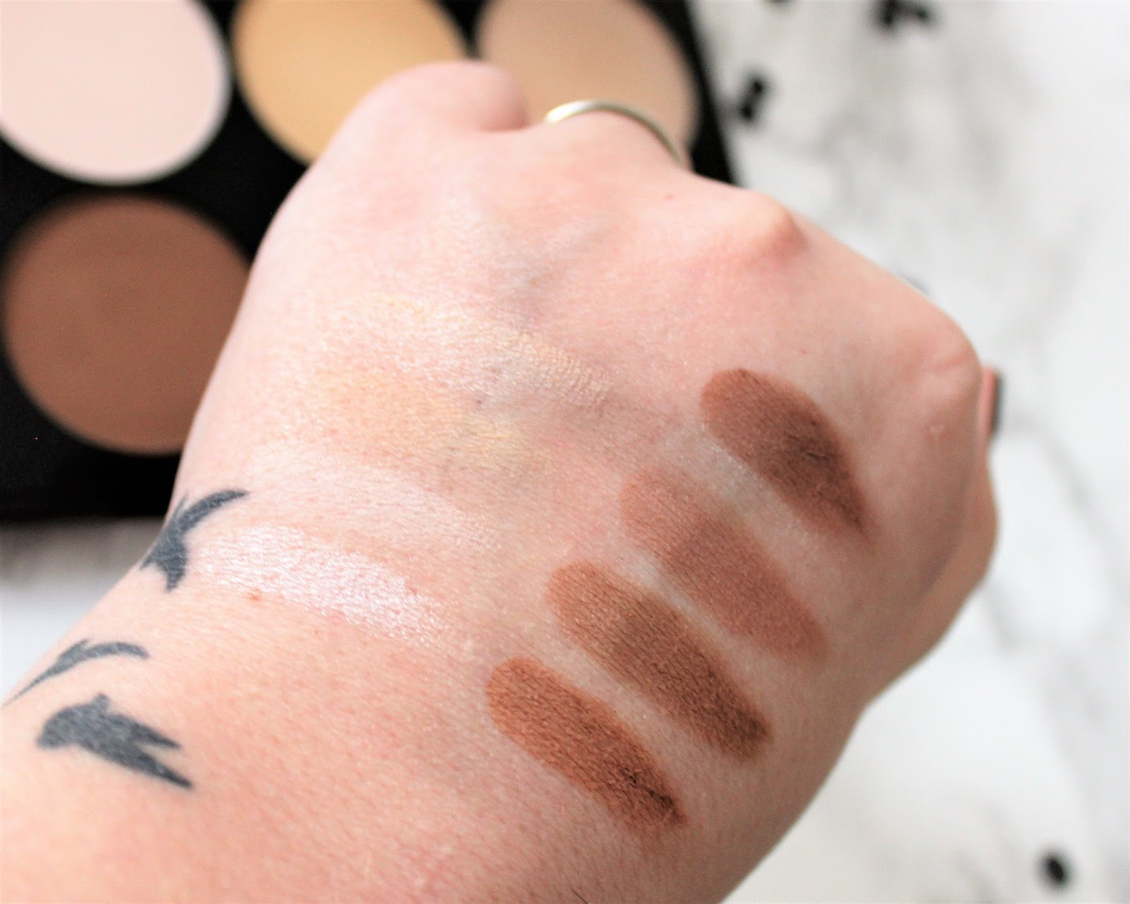 Jesse's Girl Highlight and Contour Kit Swatches