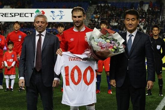 Ivanovic kỉ niệm 100 trận trong màu áo Serbia.