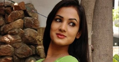 Sonal Chauhan Spicy Green T-shirt Photoshoot By Bollywood