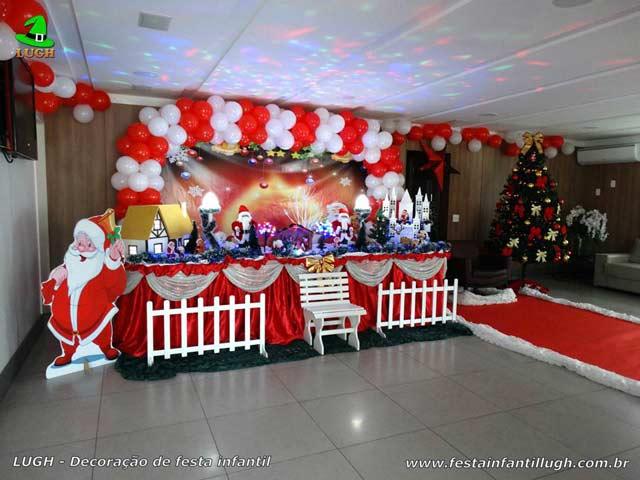 Decoração de festa infantil de Natal - Mesa tradicional luxo com toalhas de tecido