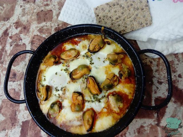 Receta: huevos al plato con chorizo y mejillones
